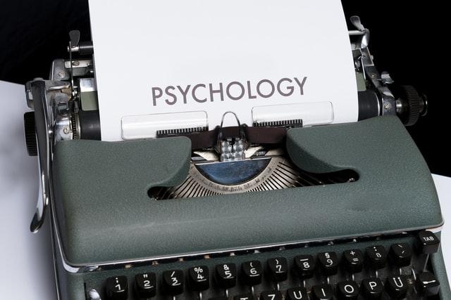 Máquina de Escrever com Palavra Pricologia